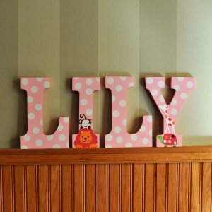 hand painted letters lily2