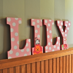 hand painted letters lily2_2