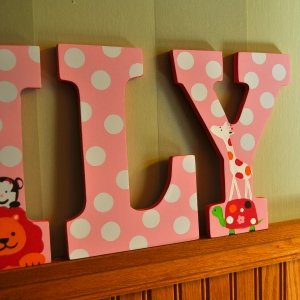 hand painted letters lily2_3
